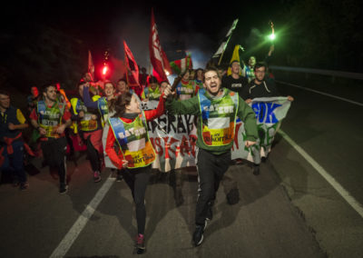 People run on the 20th Korrika during the night. (Gari Garaialde / Bostok Photo)
