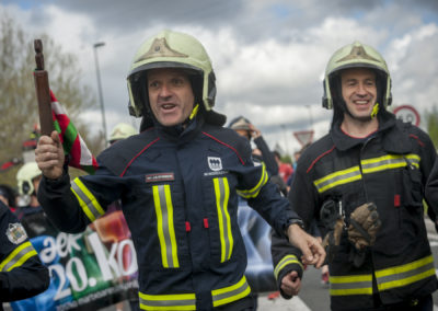 Firefighters carry the baton while running on the 20th Korrika. (Gari Garaialde / Bostok Photo)